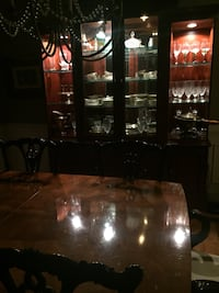 Henredon table with 8 queen Ann chairs and Lineage China cabinet Cumming, 30040