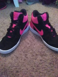 black-and-pink Nike running shoes Edmond, 73034