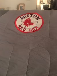 Boston Red Sox comforter.    Very good condition.  Hardly used !! Troy, 12180