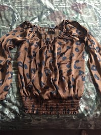 women's brown and black leopard print long-sleeved top