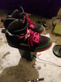 pair of black-and-pink Nike basketball shoes Peoria, 61605