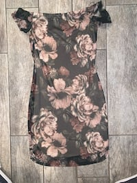 Floral form fitting dress size small from Windsor