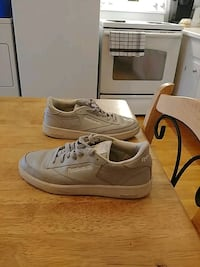 pair of gray Nike low-top sneakers Montréal, H4E 3C4