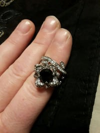 Flower ring with black stone in the middle Clearfield, 84015