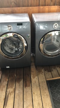 Washer and dryer / grey/ dryer works great , washer would need a new belt , other then that it works great ... Toronto, M6H 3Y2