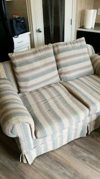 FREE 2 SEATER LOVESEAT - Pick up only Calgary, T3J 4Y1