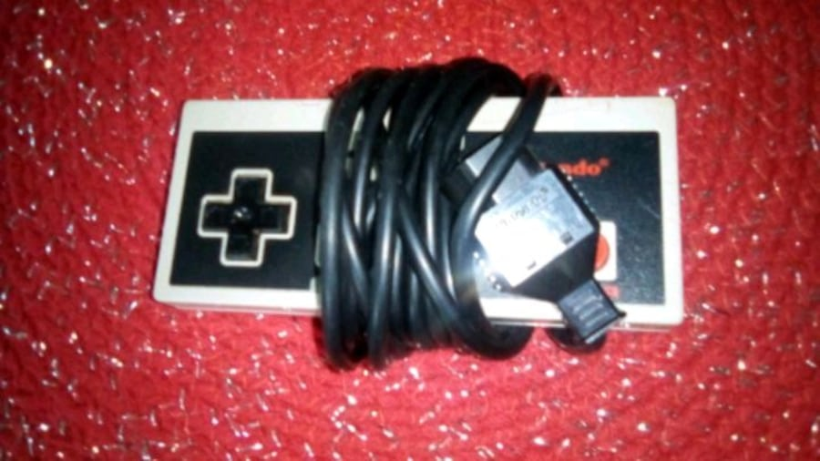 Old Nintendo controller,. free with purchase of a431d371-7d87-4bca-9efb-a9d5062bc2d5