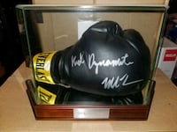 Mike Tyson signed & authenticated boxing glove  Toronto, M1L 2T3