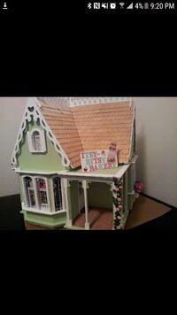 Bakery dollhouse. Complete and lighted