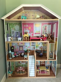 Dollhouse w/accessories Silver Spring, 20906