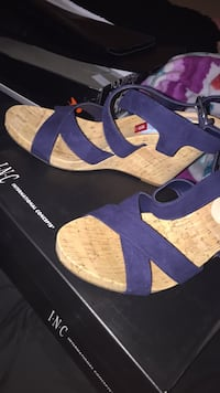 pair of blue-and-brown sandals 2289 mi
