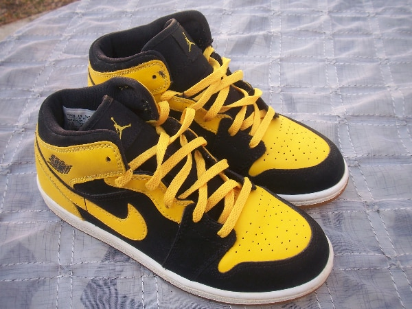on sale 79163 8a6a1 Nike Air Jordan 1 Retro Og Mid New Love Black Yellow Sneakers Size 2.5Y  Womens 4