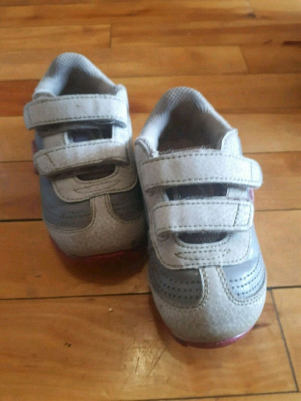 d063edf20da1 Used pair of gray-and-white shoes for sale in Montréal - letgo