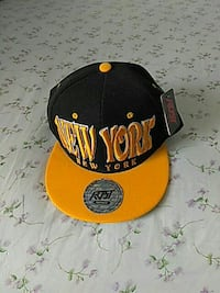 yellow and black New York flat-brimmed cap