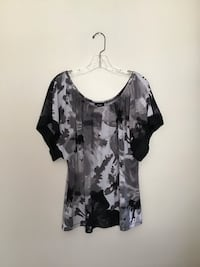 Women's EXPRESS polyester/spandex elastic neckline… loose sleeve blouse… Size large