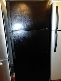 Ge top and bottom refrigerator excellent condition