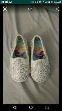 Toddler silver and white Frozen flats. Size 7 1/2