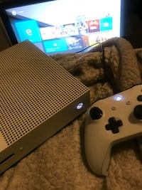Xbox one s with games and Xfinity account on system