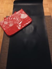 •Black reversible 5 mm Lululemon yoga mat • original retail price is $68 • in great condition/lightly used • Two-sided, one side for hot yoga and one side for nonheated classes •All black 542 km