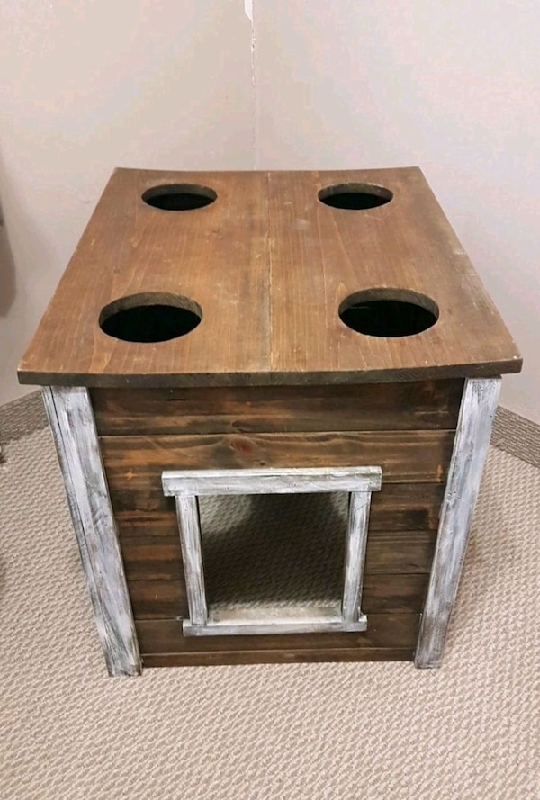 Cat litter house . && can feed & water  cats on to