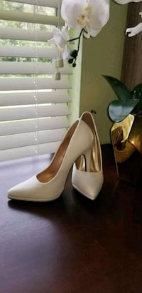 White snake print pointed-toe pumps Fort Myers, 33913