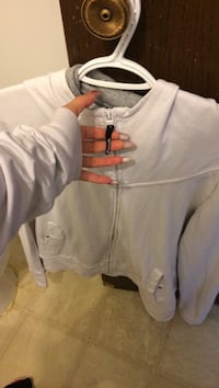 White bench sweater no rips, stains or holes etc Winnipeg, R2V 4J1