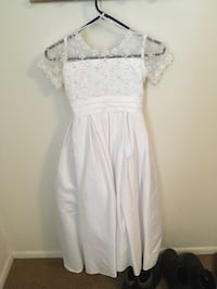 Beautiful White Dress (size 7/8) Erie, 16502