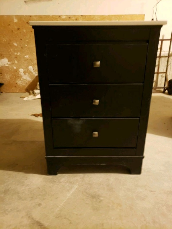 "24"" Bathroom Vanity with slow closing drawers 7d2a1567-a81a-4f39-9066-2173275e3dfe"