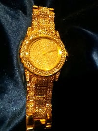 round gold analog watch with gold link bracelet Monrovia, 91016