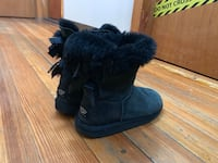 Girls Uggs Size 4 Everett, 02149