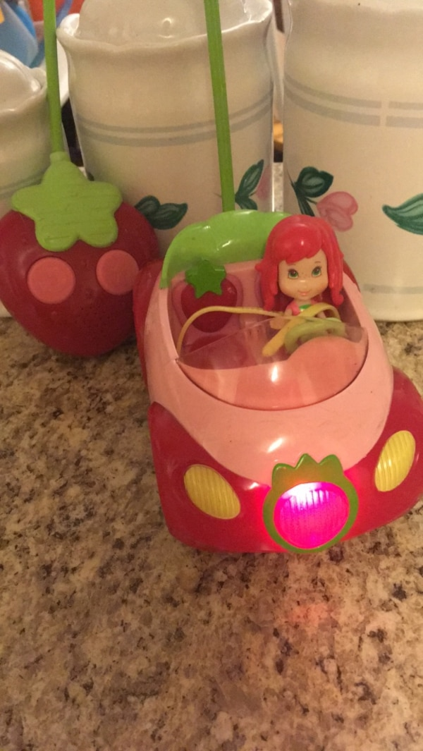 Strawberry Shortcake working RC Car complete w/ batteries