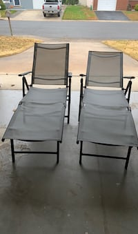 Pair of chaise lounges: Gray