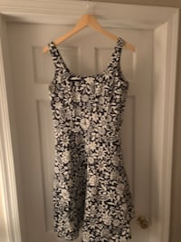 Women's white and black floral sleeveless dress, size 8, 97% cotton Mc Lean, 22102