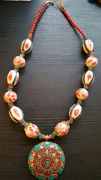 beaded white and red string necklace with round fl