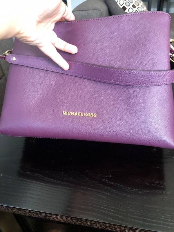 Micheal Kors almost brand new bag 7d0c9c2c-5207-4869-9205-007c01d8ae48
