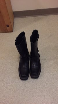 Pair of black leather boots Everett, 98201