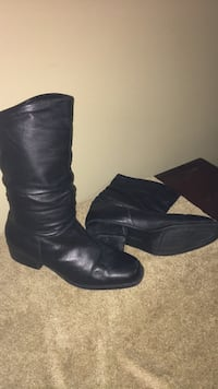 size 10  leather boots Harpers Ferry, 25425