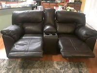 Reclining couch with cup holders two seats recline Rio Rancho, 87124