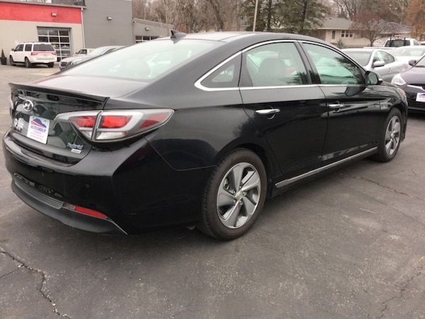*NEW ARRIVAL!* 2017 Hyundai Sonata Hybrid Limited 2.0L w/Blue Pearl Interior - Ask About Our Guarant 129c4169-d413-4550-ac1c-07b7f4a30927