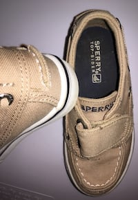 Toddler boy 8 shoes SPERRY boys baby children's kids boy's These adorable little Sperrys are in excellent condition!  They are tan with an easy Velcro closure. The perfect summer shoes. They go well with just about anything! Smoke & pet free Knox or oak r Knoxville, 37932