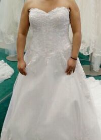 women's white floral wedding gown Daly City, 94014