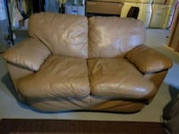Tan leather couch  Newmarket, L3Y