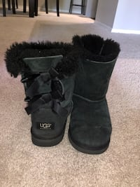 black UGG boot with bows  size-5 Glendale, 85308
