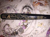 black and brown baseball bat \ Riverdale, 84405