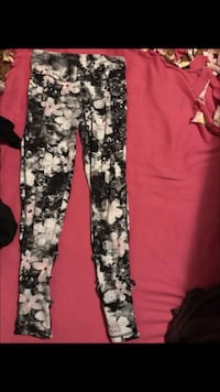 women's black and white floral pants Sedro-Woolley, 98284