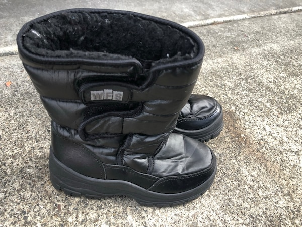 bceccce82823 Used Kids snow boots size 2   3 for sale in San Jose - letgo