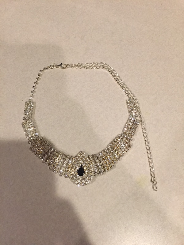 Necklace (gold and silver costume jewelry)