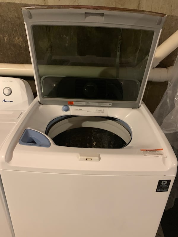 Washer and dryer  daac27c5-e6c4-48ab-b73f-95346e10c1c4
