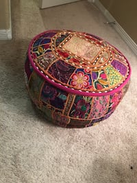 Colorful embroidered pouf - Moroccan  3600 km