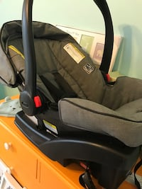 Graco baby car seat with 2  bases 43 km